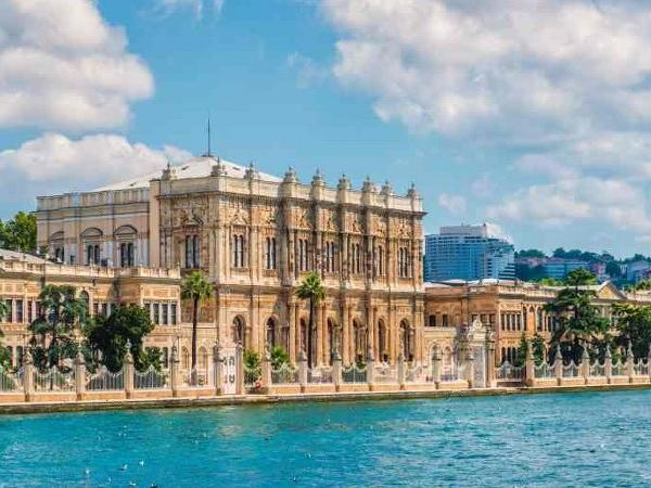 Bosphorus Cruise by Private Motor Yacht & Guide