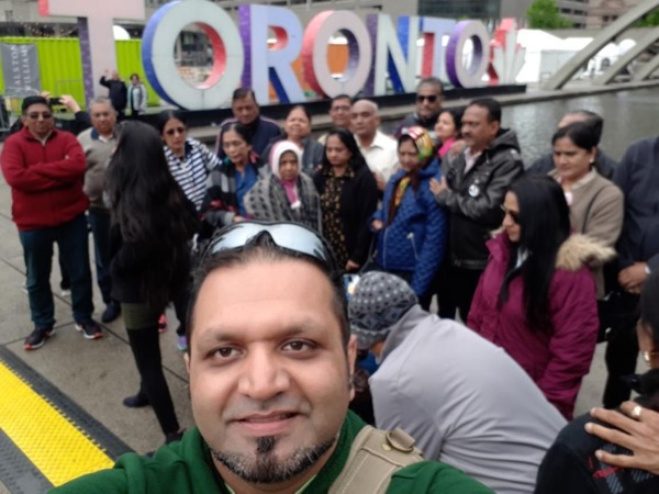 Walking Tour - City Hall to Chinatown including Graffiti Alley and Kensington Market