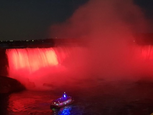 Niagara Falls Sightseeing and a Cheese factory and Winery tour