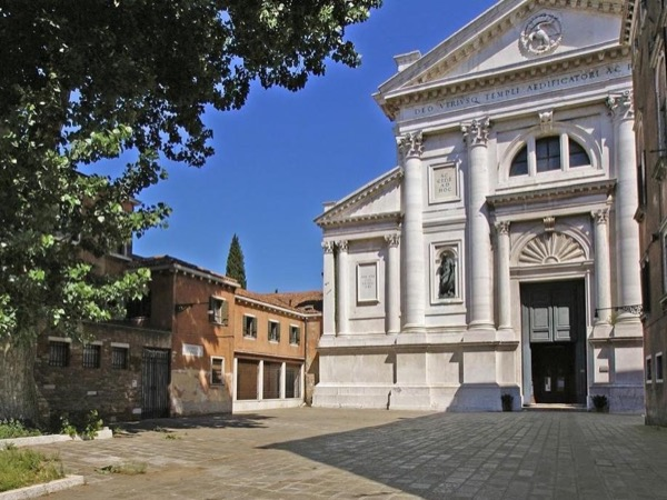 Far From the Crowd! Private Walking Tour in the Hidden Venice