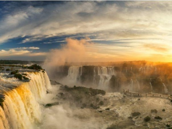 A Day at the Brazilian Iguassu Falls - Private Guided Tour