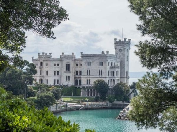 Castello di Miramare with private transportation