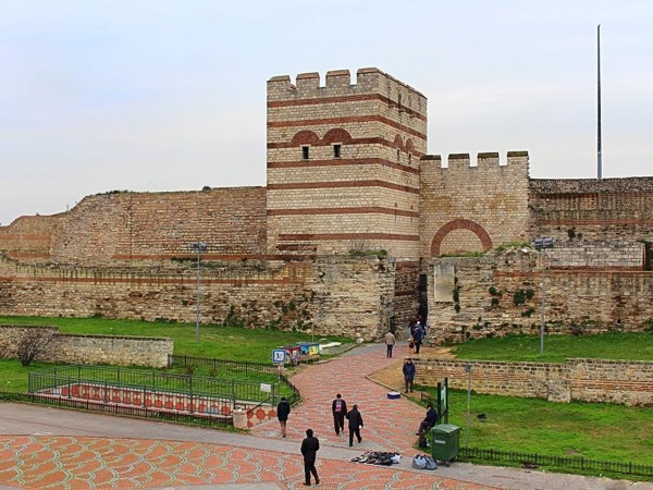 Istanbul Along the Walls