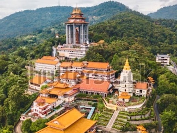Alluring Penang Hill and Grand Temple tour.