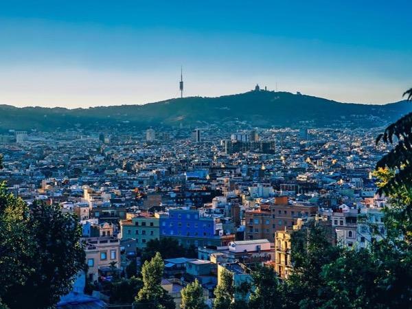 Van & Walking Tour - Barcelona Top Places