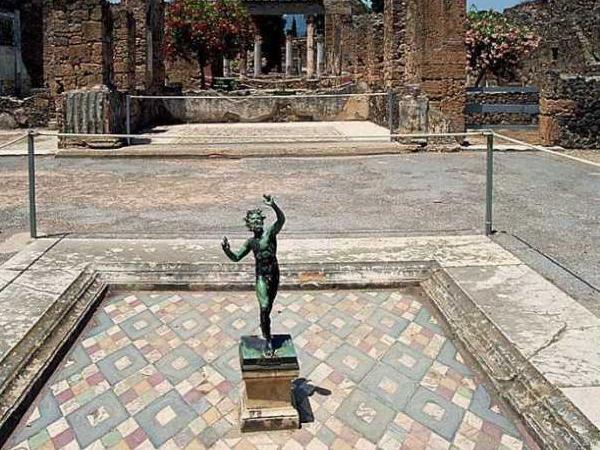 Pompeii - Vesuvius - Naples Tour