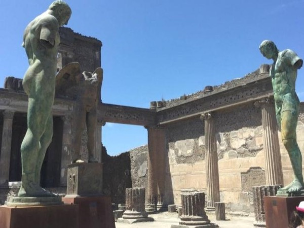 Shore excursion with Tour in Pompeii, lunch and back to the ship