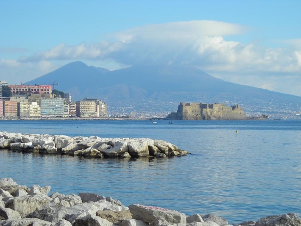 A day in Naples: experience art, magic and great food!