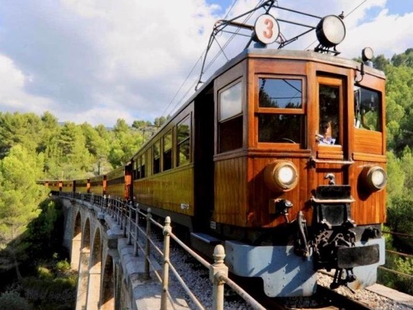 Discover Soller by Train.