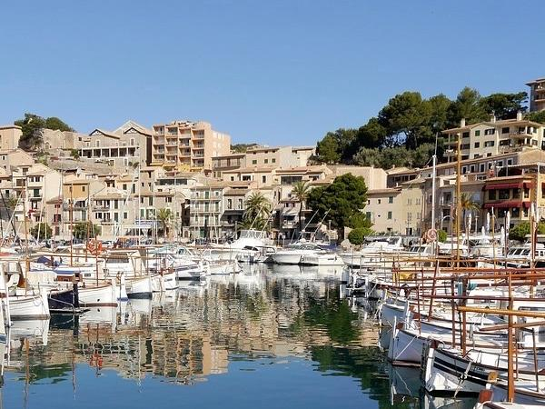 The history, nature and cultural highlights of the island of Mallorca.