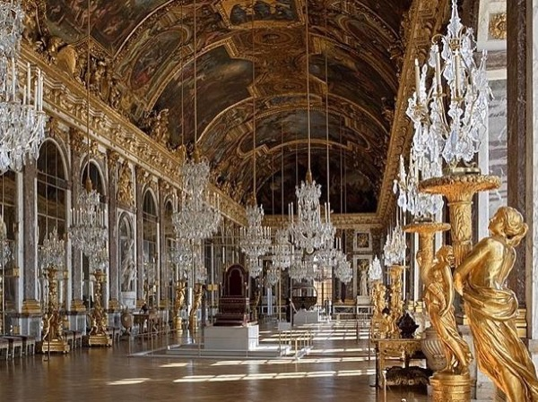 Full Day Tour of France's Most Prestigious Palace