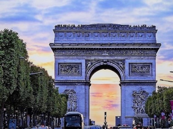 Private Half Day Tour of the Arc de Triomphe and a museum