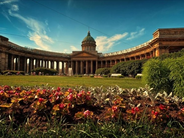 All-Inclusive Full Day Excursion in Saint-Petersburg