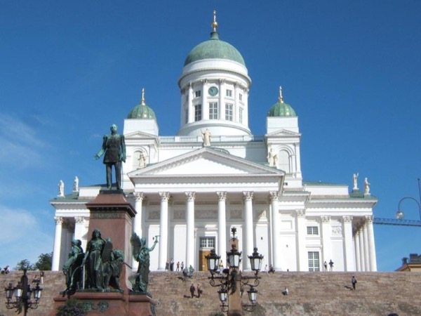 Helsinki by Foot and by Tram - Private Walking Tour