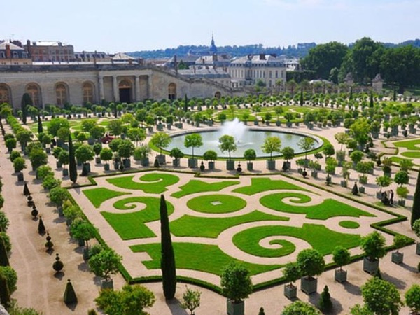 Versailles & Private Apartments (9.5 Hours)