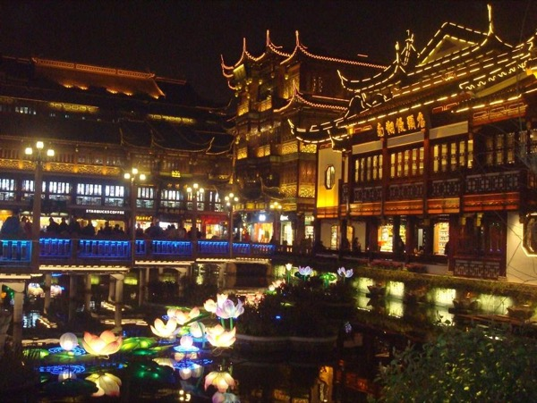 Amazing Shanghai Night Life Tour with a private guide