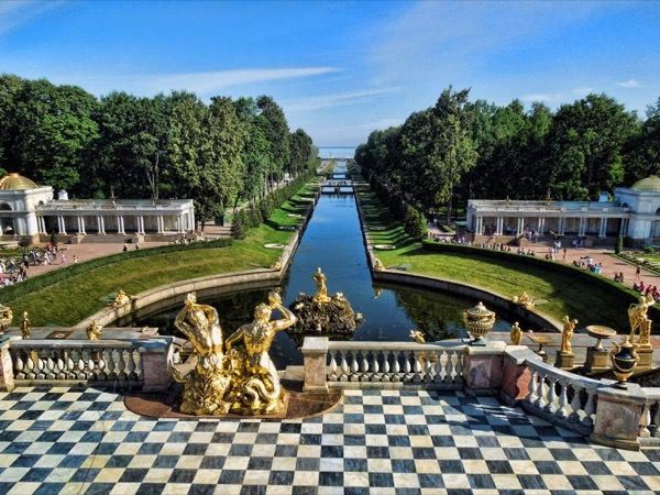 Full Day Tour to Peterhof and Tsars Village with a Private Guide