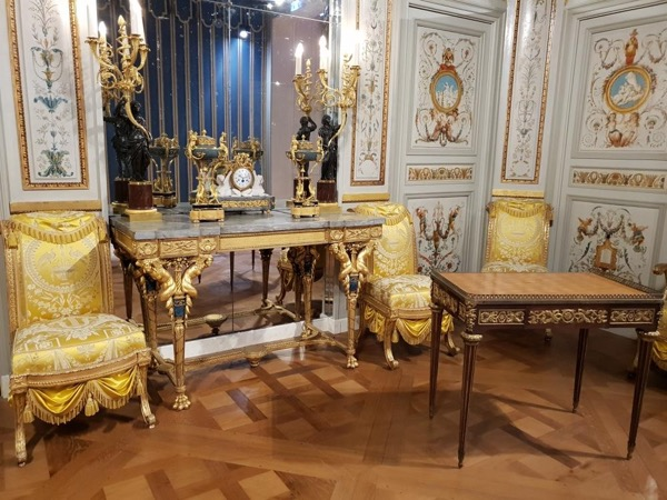 Royal treasures in the Louvre, Tour