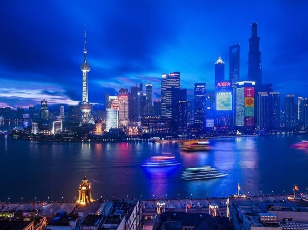 Shanghai Private Tour guide and Interpreter Service by a local