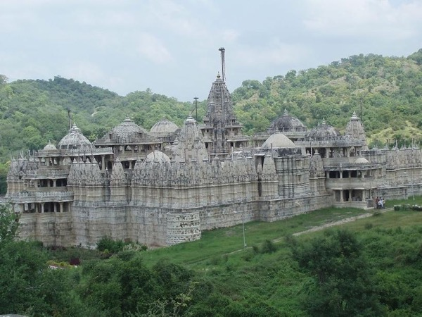 Ranakpur incredible Jain temple