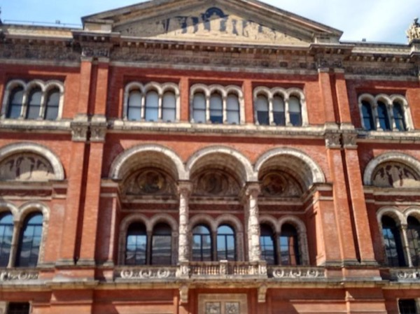 Victoria and Albert museum(4hrs)