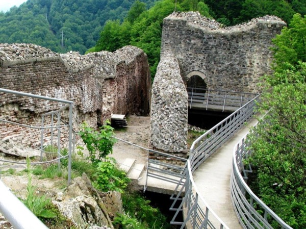 1-Day Poenari Citadel Private Tour On the Footsteps of Dracula