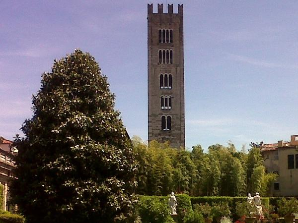 Lucca, the walled town of Puccini private tour
