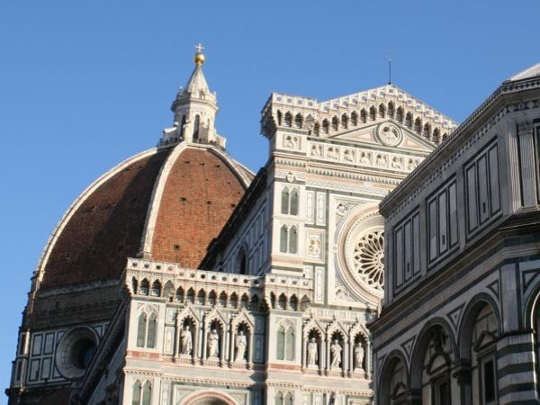 A stroll in Florence between art and tradition.