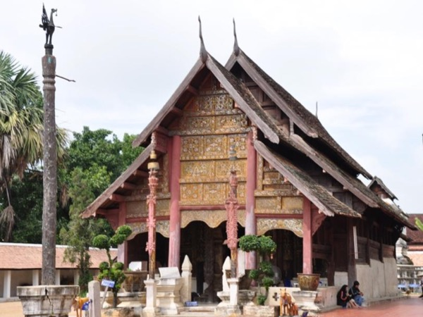 Learn insight into the history of Chiangmai by walking and local transport