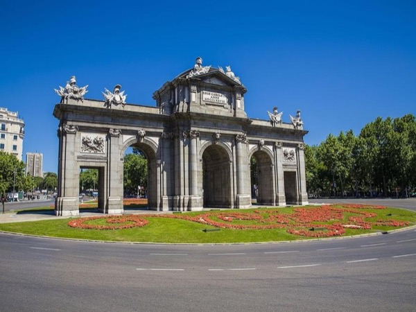 Essential Madrid with airport pick-up and drop-off-Private-Tour