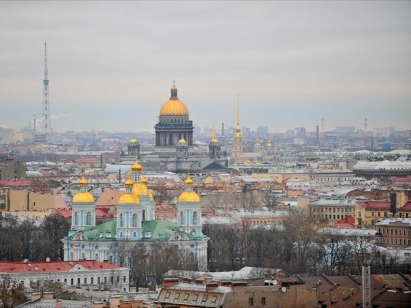 A walking St.Petersburg Highlights City Private Tour