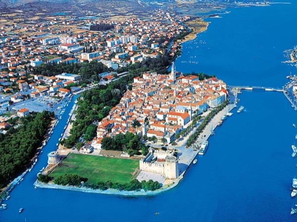 From Šibenik: Split city & islet of Trogir private tour *w/entrance fees