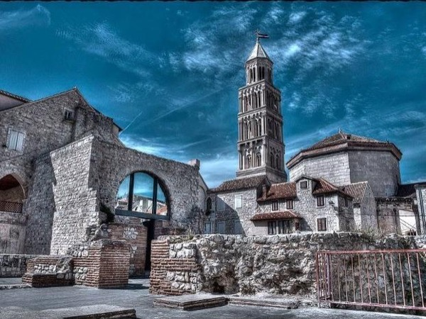 From Zadar: Split city & islet of Trogir private tour