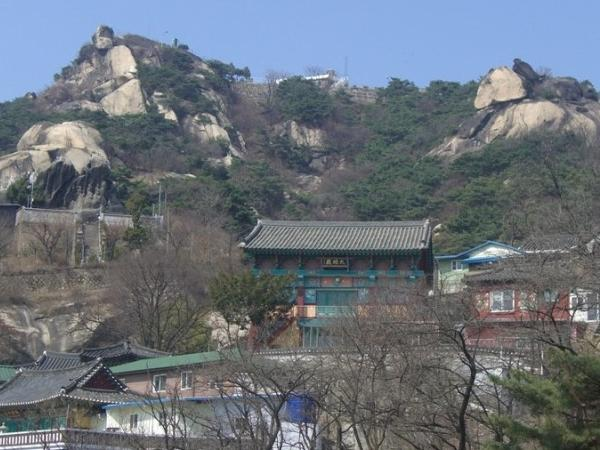 Shrines of Benevolent King Mountain