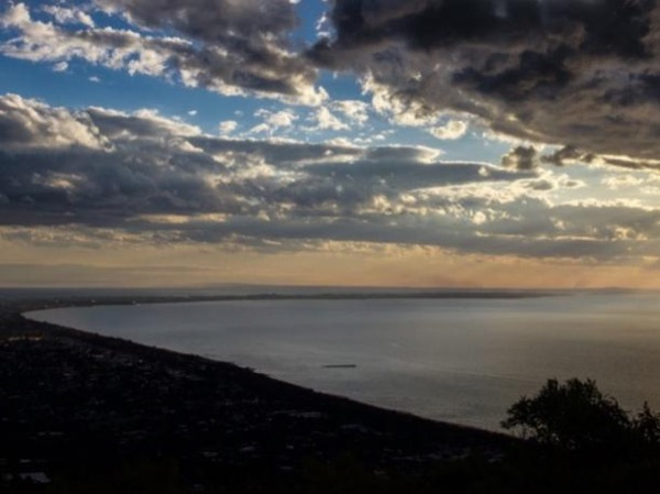Melbourne City Sights - Mornington Peninsula - A relaxing day of views, scenery, fine food and wine!