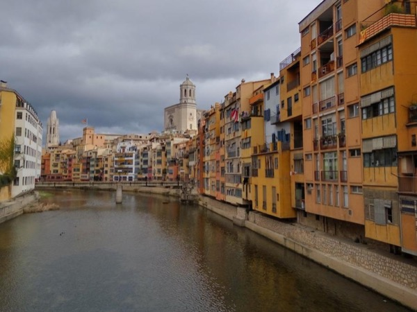 Walking private tour around Girona (morning/afternoon)