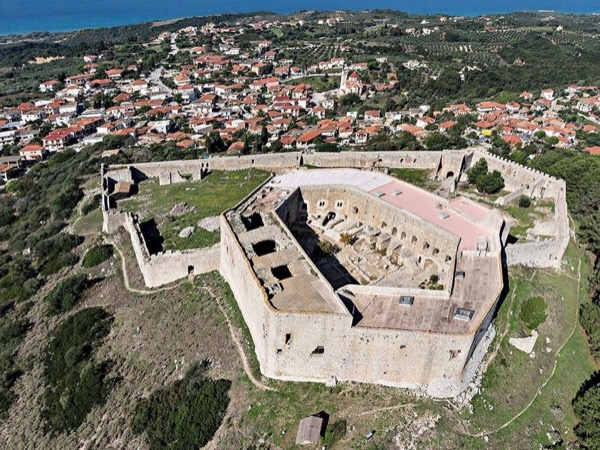 Chlemoutsi Castle (Full day tour 7 hours)