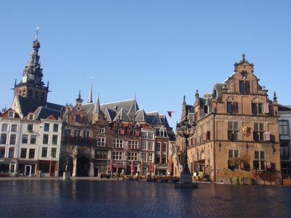 Visit Nijmegen, the oldest city of the Netherlands, with your own private art historian, private guide