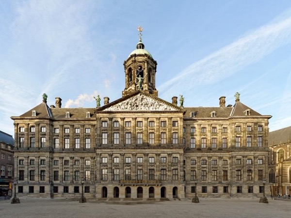 5 hours museum or city tour Amsterdam with your own private art historian, private guide