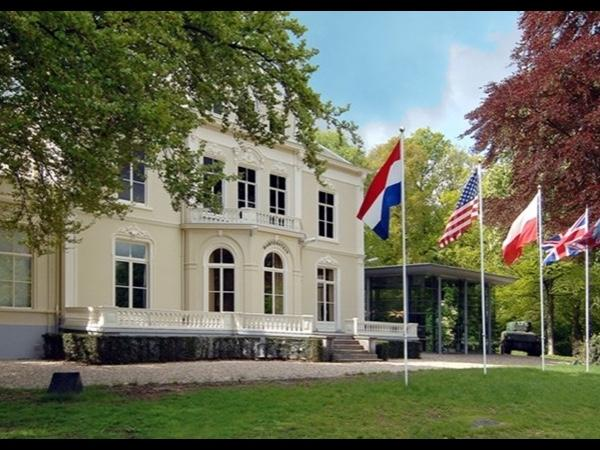 Operation Market Garden / World War II tour Arnhem/Airborne Museum Oosterbeek/Nijmegen/Groesbeek/Overloon with private guide
