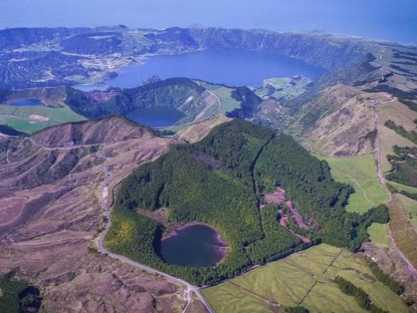 Full day jeep Tour Sete Cidades. Car up to 6 people .