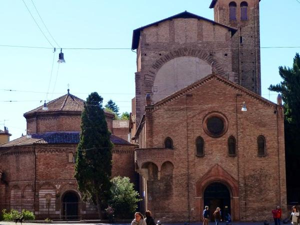 A walking tour in Bologna: the red, the fat and the wise