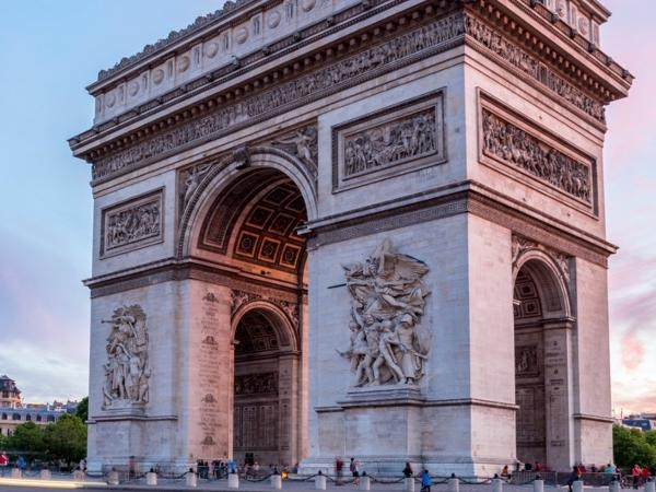 8 hours Paris Tour, Guiding & Driving
