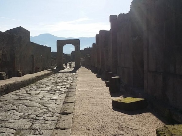 Early Morning Ancient Pompeii with a Private Guide