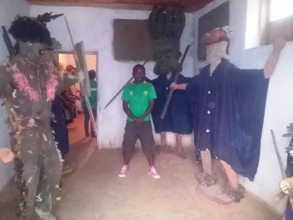 Private tour guide Buma linonge