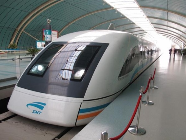 Airport layover tour to Shanghai with maglev train experience.