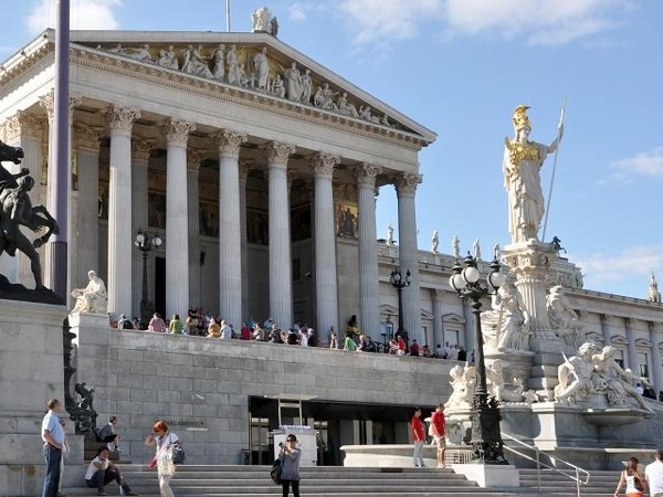 Half day Panoramic City Tour Vienna by car and walking