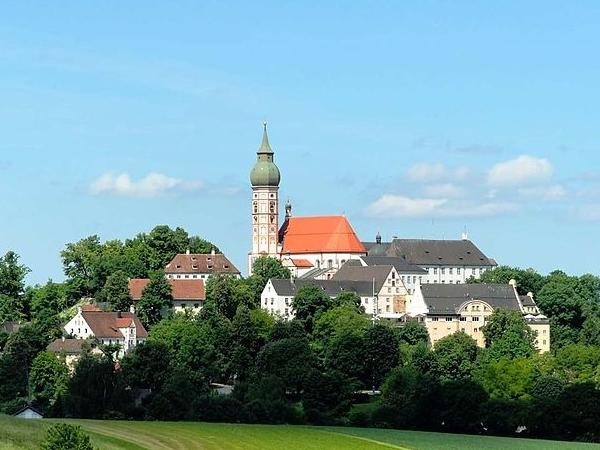 Private Munich Tour by car with a drive To Monestary Andechs
