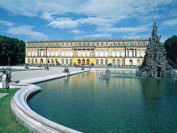 Private tour to Palace Herrenchiemsee and charming Fraueninsel