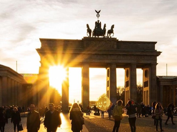 Berlin: private tour of the major landmarks east and west - chauffeured